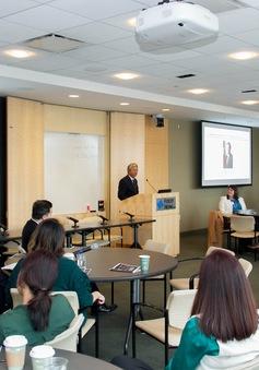 Đại sứ Việt Nam tại Hoa Kỳ Phạm Quang Vinh làm việc tại Boston
