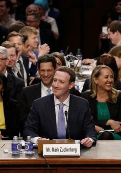 Mark Zuckerberg bị thượng nghị sĩ Dick Durbin hỏi xoáy đời tư