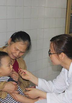 Thời tiết giao mùa trẻ dễ bị sốt virus