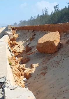 Bình Định: Kè chắn sóng 80 tỷ đồng bị sóng đánh sập