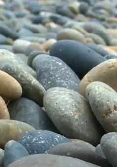 Bãi đá 7 màu - Bãi đá Cổ Thạch kỳ diệu ở Bình Thuận