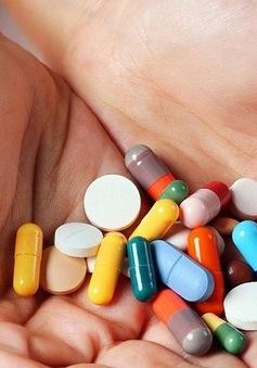 Người lớn đang lạm dụng kháng sinh cho trẻ