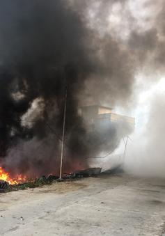 Nha Trang: Cháy lớn vựa phế liệu, hàng trăm học sinh phải nghỉ học