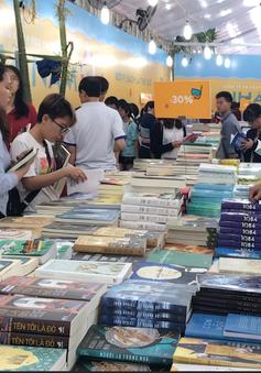 Hàng nghìn độc giả hào hứng với Ngày sách Việt Nam