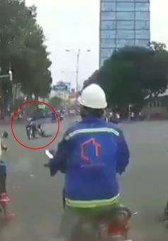 Tên cướp táo tợn kéo lê cô gái hàng chục mét ở trung tâm TP.HCM