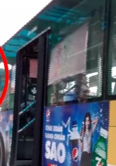 Nóng tình trạng trộm cắp, móc túi tại điểm trung chuyển xe bus Long Biên