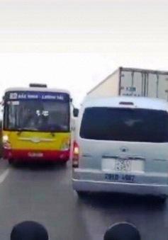 Tước bằng lái 2 tháng với tài xế xe bus đi ngược chiều trên QL18