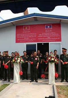 Việt Nam bàn giao Trung tâm mô phỏng huấn luyện chiến đấu cho Lào