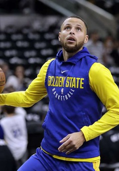Stephen Curry trở lại tập luyện cùng Golden State Warriors