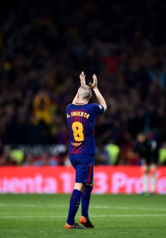 "France Football ""xin lỗi"" Iniesta"