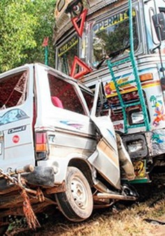 Tai nạn giao thông thảm khốc tại Ấn Độ, ít nhất 13 học sinh thiệt mạng