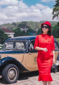 Mai Thu Huyền diện đầm đỏ rực rỡ tại Đà Lạt