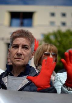 Biểu tình tại Tây Ban Nha phản đối tòa án giảm nhẹ tội cho 5 kẻ tấn công tình dục