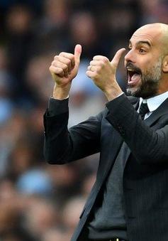 """""""Quên"""" nhạc trưởng Man City trên ghế dự bị, Pep Guardiola lên tiếng xin lỗi"""