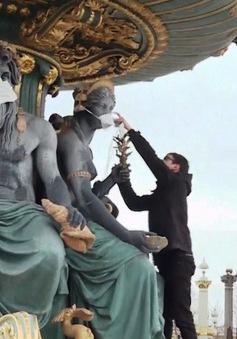 Kêu gọi bảo vệ môi trường, Pháp đeo khẩu trang cho… các bức tượng