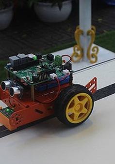 Học sinh THCS ở Hà Nội tự chế tạo robot, flycam