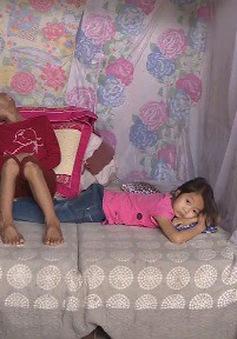 Hoàn cảnh éo le của gia đình có người mẹ bị ung thư và 2 con gái bị tan máu bẩm sinh