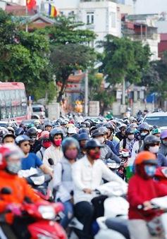 Hết nghỉ lễ 30/4, người dân ùn ùn trở lại Hà Nội