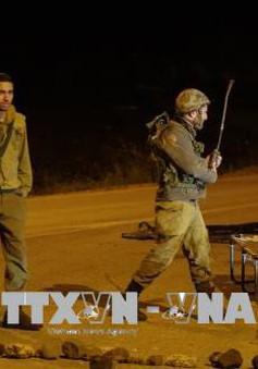 """Syria, Israel """"đối đáp"""" bằng tên lửa"""
