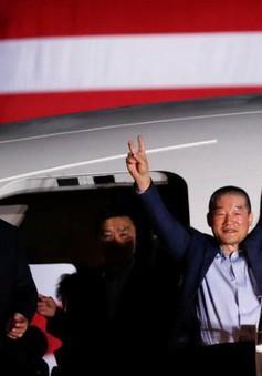Tổng thống Mỹ đích thân đón 3 công dân được Triều Tiên thả tự do
