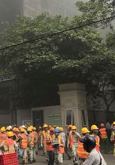Cháy lớn tại công trình đang thi công ở BV Việt Pháp: Công nhân tháo chạy tán loạn