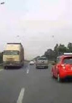 Khẩn trương xác minh, xử lý nghiêm xe container đi ngược chiều trên Đại lộ Thăng Long
