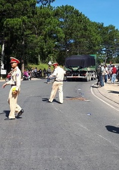 Lâm Đồng: Xe ben đâm trực diện xe máy, 2 người thương vong