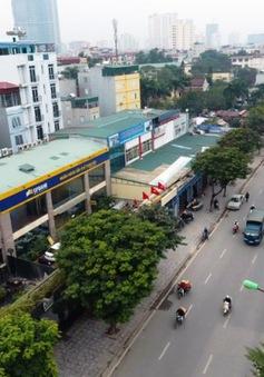 Cưỡng chế 42 cơ sở kinh doanh trên đường Nguyễn Khánh Toàn, Hà Nội