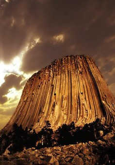 Bí ẩn tháp Quỷ vẫn tồn tại giữa thời hiện đại