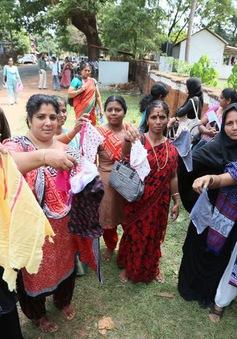 Ấn Độ: Cắt ngắn tay áo thí sinh để chống gian lận thi cử
