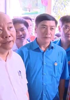 Thủ tướng Nguyễn Xuân Phúc thăm khu trọ của công nhân tại Hà Nam
