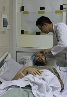 Cứu sống bệnh nhân người nước ngoài bị hôn mê nằm bên lề đường