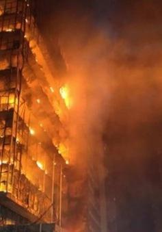 Sập nhà 26 tầng do hỏa hoạn ở Brazil