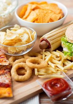 Ăn nhiều thức ăn nhanh làm giảm nguy cơ thụ thai