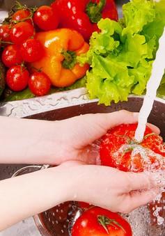 Việc rửa thực phẩm có thể là nguyên nhân gây ngộ độc