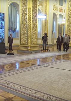 Tổng thống Putin cùng Thủ tướng Abe gọi video ra ngoài vũ trụ từ Kremlin