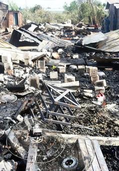 TP.HCM: 20 lán trại của công nhân bị cháy rụi