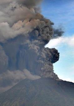 """Núi lửa hoạt động nhiều nhất của Indonesia """"thức giấc"""""""
