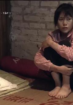 """Quỳnh búp bê - Tập 1: Vừa thoát khỏi bọn buôn người, Quỳnh (Phương Oanh) đau đớn rơi vào """"động quỷ"""""""