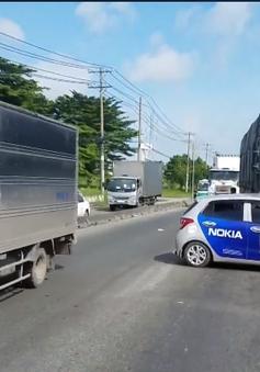 TP.HCM: Va chạm với xe tải, ô tô 4 chỗ bị đẩy đi hơn 20m