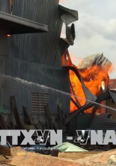 Cháy kho gỗ tại Quảng Bình