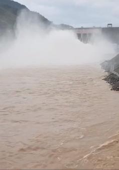 Thủy điện Lai Châu mở 5 cửa xả mặt