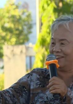 Câu chuyện về người phụ nữ hơn 70 tuổi lượm ve chai giúp học sinh nghèo