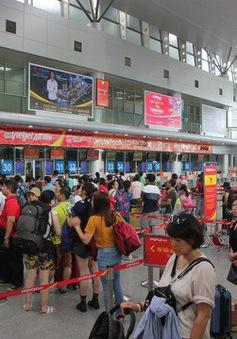 Ném điện thoại vào mặt nhân viên hàng không, khách bị phạt 7,5 triệu đồng