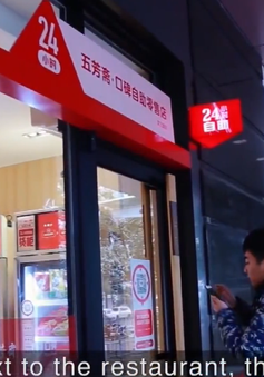 Bùng nổ cửa hàng không nhân viên ở Trung Quốc