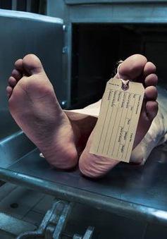 Người phụ nữ bất ngờ sống lại trong nhà lạnh ướp xác