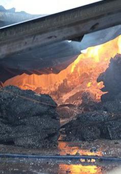 Hỏa hoạn thiêu rụi xưởng tái chế vải bông và xưởng gỗ nguyên liệu tại Đồng Nai