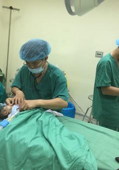 Phẫu thuật thoát vị bẹn nghẹt cho trẻ nhỏ có nhiều bệnh lý phức tạp