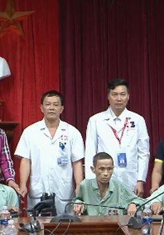 Trao tặng xe lăn cho các bệnh nhân ở Nghệ An
