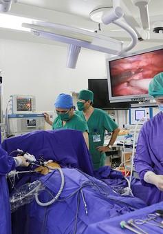 Cắt u tuyến ức phức tạp cho bệnh nhân nhược cơ